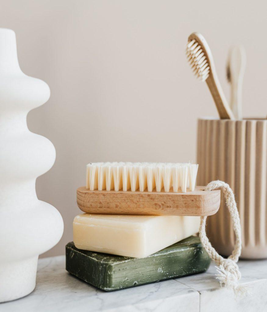 Badezimmer Pflege Seife und Zahnbürste